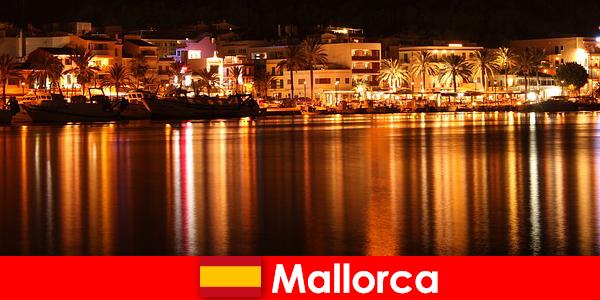 Erotik sahneden güzel kadınlarla Mallorca'da gece hayatı