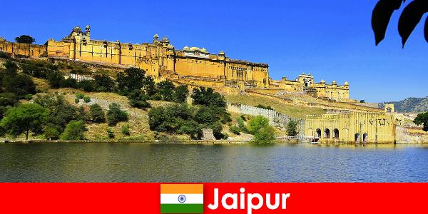 Jaipur'a yabancılar güçlü tapınakları sever