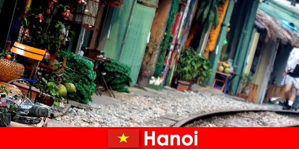 Hanoi, dar sokakları ve tramvayları ile Vietnam'ın büyüleyici başkentidir