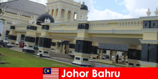 Johor Bahru limandaki şehir sadece eski camiye inananları değil turistleri de çekiyor