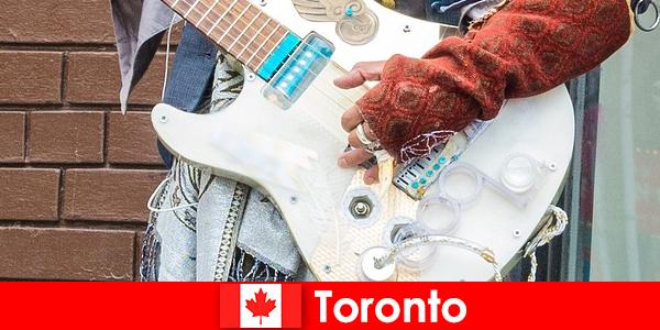 Yabancılar, tüm kültürlerin müzik sahnesine açık fikirli olduğu için Toronto'yu seviyor.