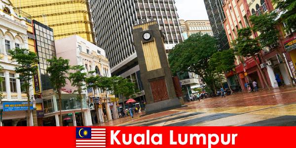 Kuala Lumpur, Malezya'nın en büyük metropol bölgesinin kültürel ve ekonomik merkezidir
